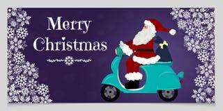 Weihnachtsfahne mit weißen Schneeflocken, Raum für Text und Sankt, die das Motorrad fahren, das Geschenke liefert Lizenzfreies Stockfoto