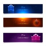 Weihnachtsfahnen, -geschenke und -ball Stockfoto