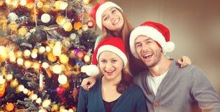 Weihnachtsfamilien-Porträt Eltern mit jugendlicher Tochter Lizenzfreie Stockfotografie