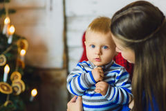Weihnachtsfamilien-Porträt im Hauptfeiertags-Leben Stockfotografie
