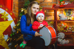 Weihnachtsfamilien-Porträt im Hauptfeiertags-Leben stockbilder