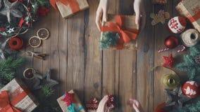 Weihnachtsfamilientraditionen stock footage