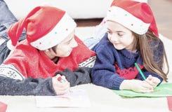 Weihnachtsfamilienumwelt Gelbe und rote Farben lizenzfreies stockbild