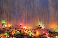 Weihnachtsfeiergirlande von Glühlampen Stockbild