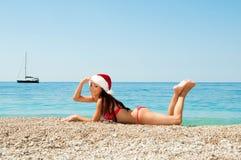 Weihnachtsfeiertage durch das Meer. stockbild
