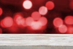 Weihnachtsfeiertagshintergrund mit leerer hölzerner Plattformtabelle Lizenzfreie Stockfotografie