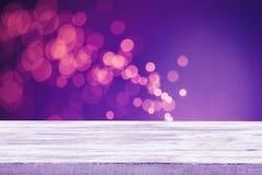 Weihnachtsfeiertagshintergrund mit leerer hölzerner Plattformtabelle Stockbilder