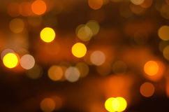 Weihnachtsfestlicher abstrakter Feiertagshintergrund mit bokeh defocused Lichtern und Sternen Lizenzfreie Stockfotos