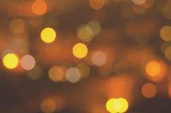 Weihnachtsfestlicher abstrakter Feiertagshintergrund mit bokeh defocused Lichtern und Sternen Lizenzfreies Stockfoto