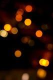 Weihnachtsfestlicher abstrakter Feiertagshintergrund mit bokeh defocused Lichtern und Sternen Lizenzfreie Stockfotografie