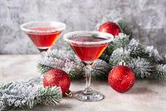 Weihnachtsfestliches Cocktail roter Martini lizenzfreie stockfotos