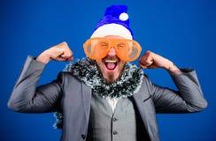 Weihnachtsfestorganisatoren Das bereite Kerllametta feiern neues Jahr Unternehmensparteiideenangestellte lieben korporativ stockfotografie