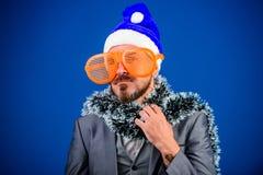 Weihnachtsfestorganisatoren Das bereite Kerllametta feiern neues Jahr Unternehmensparteiideenangestellte lieben korporativ stockfoto
