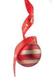 Weihnachtsflitter mit rotem Farbband Lizenzfreies Stockfoto