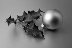 Weihnachtsflitter u. -stechpalme Lizenzfreie Stockfotografie