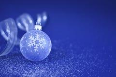 Weihnachtsflitter und -farbband Lizenzfreies Stockfoto