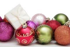 Weihnachtsflitter und -geschenk Lizenzfreies Stockbild
