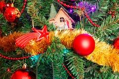 Weihnachtsflitter- und Weihnachtsstall Stockfotos