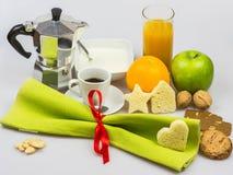 Weihnachtsfrühstück lokalisiert auf einem weißen Hintergrund Lizenzfreies Stockfoto