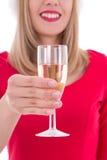 Weihnachtsfrau mit dem Glas Champagner lokalisiert auf Weiß Stockbild