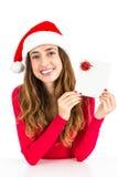 Weihnachtsfrau mit einem Gutschein Stockbild