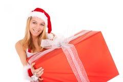 Weihnachtsfrauen-Holdinggeschenk Stockfoto