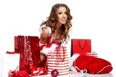 Weihnachtsfrauen mit Geschenken Lizenzfreies Stockfoto