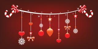 Weihnachtsfreude mit netten hängenden Verzierungen. Lizenzfreies Stockfoto