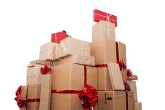 Weihnachtsgeburtstagsgeschenke lokalisiert auf weißem Hintergrund Stockfoto