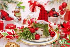 Weihnachtsgedeck in den roten und grünen Farben Stockfoto