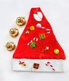 Weihnachtsgeschenk auf Sankt-Hut Stockfoto