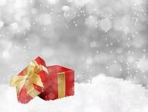 Weihnachtsgeschenk auf silbernem Hintergrund Lizenzfreies Stockfoto