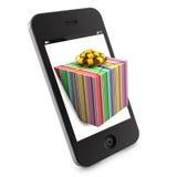 Weihnachtsgeschenk, das aus smartphone herauskommt Stockfoto
