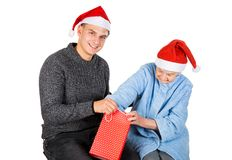 Weihnachtsgeschenk für eine schöne Großmutter Stockfotografie