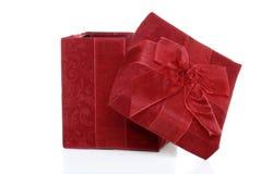 ge ffnete geschenkbox mit rotstreifen und banane nach innen vektor abbildung bild 63357586. Black Bedroom Furniture Sets. Home Design Ideas