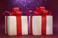Weihnachtsgeschenk, Funkelnhintergrund Lizenzfreie Stockfotos