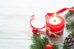 Weihnachtsgeschenk, -kerze und -dekorationen Stockfotos