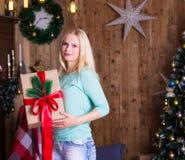 Weihnachtsgeschenk, Türkispullover, Spaß Stockbilder