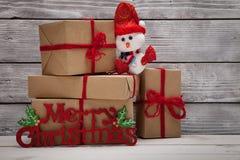 Weihnachtsgeschenk und Fahne der frohen Weihnachten Stockbilder