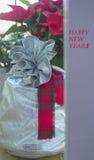 Weihnachtsgeschenk am Weihnachtsbaum Lizenzfreie Stockfotos