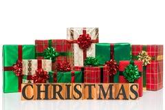 Weihnachtsgeschenke auf einem weißen Hintergrund Stockfoto