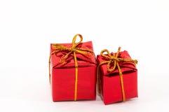 Weihnachtsgeschenke auf weißem Hintergrund Stockfoto