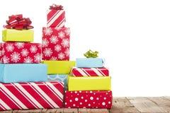 Weihnachtsgeschenke getrennt auf weißem Hintergrund Stockfotografie