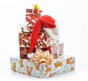 Weihnachtsgeschenke mit Bändern Stockfotografie