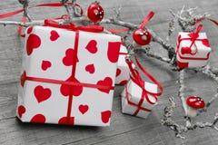 Weihnachtsgeschenke oder Geschenkbox für Valentinstag oder Weihnachten Lizenzfreies Stockbild