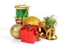 Weihnachtsgeschenke und Dekorationfelder Stockfotografie