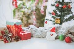 Weihnachtsgeschenke, Verzierungen und Dekorationssammlung stockfotos