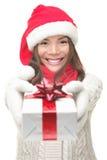 Weihnachtsgeschenkfrau Stockfoto