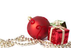 Weihnachtsgeschenkkästen, -kugel und -schmucksachen Lizenzfreies Stockbild
