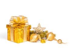 Weihnachtsgeschenkkasten und Flitter Lizenzfreies Stockbild